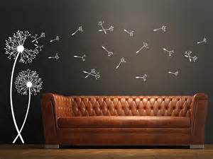 wohnideen fr schlafzimmer mit wandtattoo wandtattoo pusteblumen mit fliegenden samen wandtattoo de
