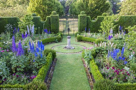 tuin prins charles secrets of prince charles gorgeous highgrove garden