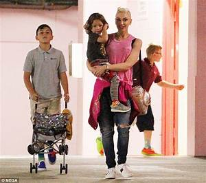 Gwen Stefani is rocker chic as she shops with three sons ...
