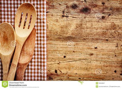 les fonds de cuisine fond en bois avec des ustensiles de cuisine photographie