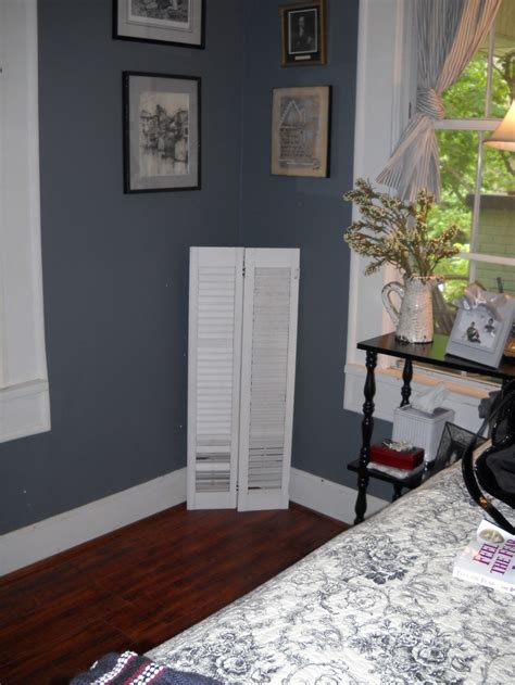 Guest bedroom, sherwin williams foggy morning gray...hmmm