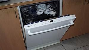 Déboucher Un Lave Vaisselle : installation d 39 un lave vaisselle bosch youtube ~ Dode.kayakingforconservation.com Idées de Décoration