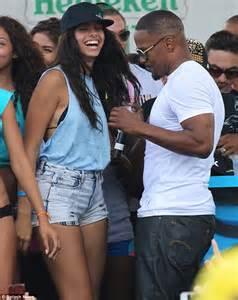 jamie foxx bikini jamie foxx mingles with bikini clad girls at miami beach