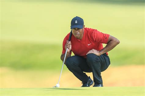 What golf shoes does Tiger Woods wear? - GolfGETUP
