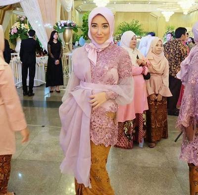 model kebaya muslimah organza   dipakai