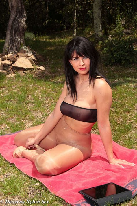 Desyra Noir Masturbating Outdoors In Her Pantyhose 1 Of 2