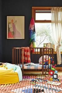 1001 idees pour une chambre bebe en bleu canard des for Tapis chambre enfant avec fenetre grand format
