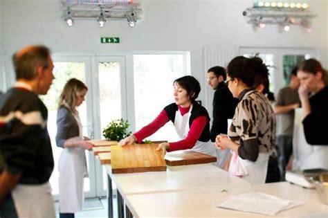 cours de cuisine original qui conna 238 t un bon cours de cuisine ou de p 226 tisserie sur