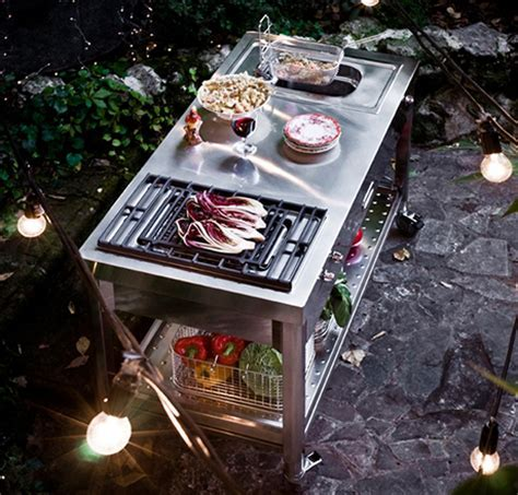 Mobile outdoor grill with deep fryer