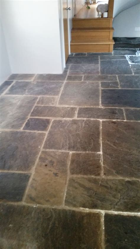 Kitchen Floor Flagstone Tiles by Cleaning And Polishing Tips For Sandstone Floors