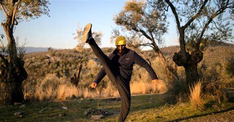 Turcija bēgļiem ļauj doties uz Eiropu, Grieķija pastiprina robežapsardzi - DELFI.lv   Burger ...