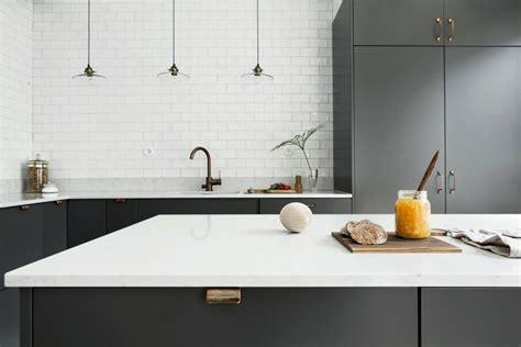 Grey kitchen with copper handles   COCO LAPINE DESIGNCOCO