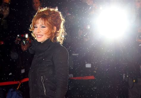 mylene farmer wallpapers images  pictures backgrounds
