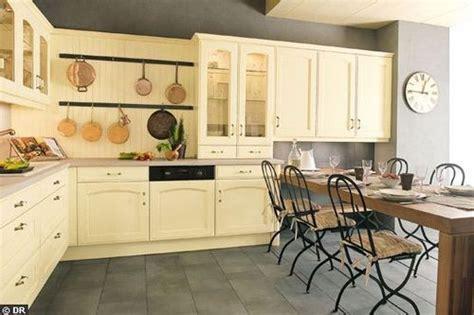 comment renover sa cuisine en chene peindre meuble de cuisine en chene images