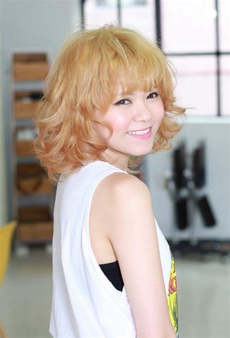 short curly hairstyle  cute bangs hairstyles weekly