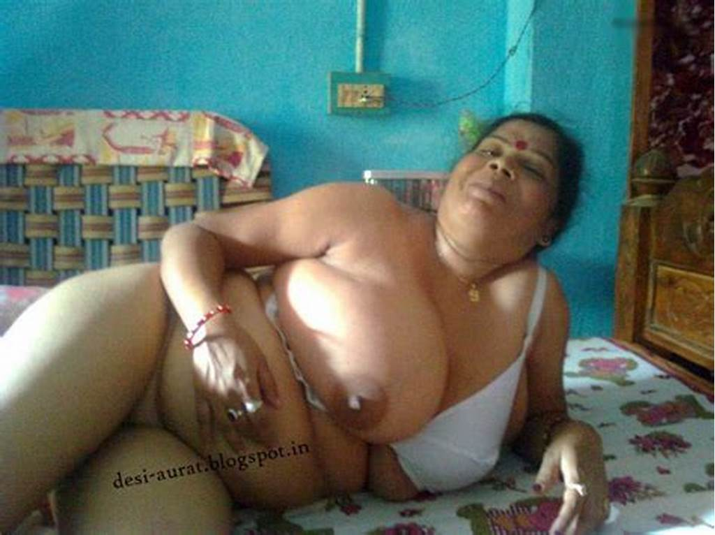#Desi #Aurat #: #Desi #Big #Boobs #Aunty #Photos
