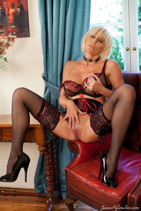 Sexy Milf Jan Burton Wanks In Lace Top Stockings Nylon