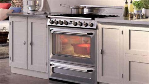piano cuisine smeg l 39 électro s 39 invite dans les cuisines standard darty