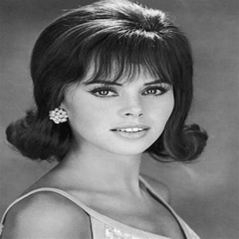 Popular 60s Hairstyles by Coolest 1960s Hairstyles For Hairstylesco