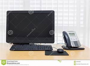 Telefon über Pc : telefon und computer auf tabellenarbeit stockfoto bild ~ Lizthompson.info Haus und Dekorationen