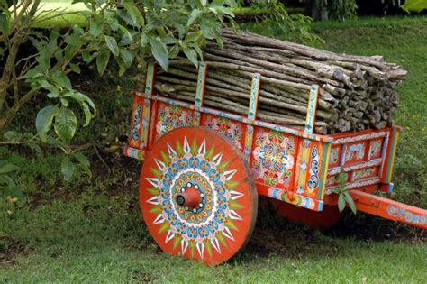 Today's biggest pop music hits. Experience Costa Rican culture - Go Visit Costa Rica