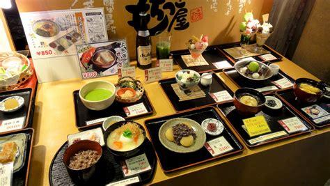 japon cuisine vitrine d 39 un restaurant japonais avec ses reproductions en