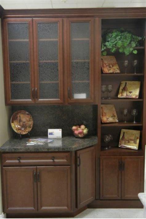 westridge cabinets   classic  door style maple wood
