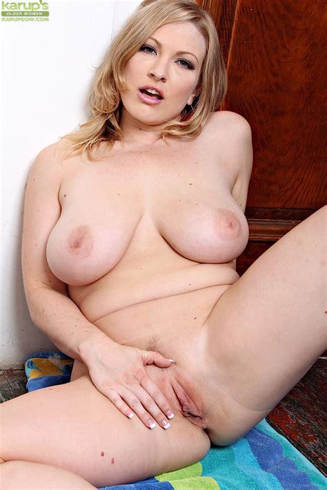 Busty Blonde Milf Vicky Vixen Exposing All Natural Big