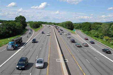 average age  vehicles   road continues  rise