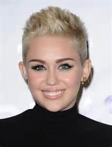 coupe de cheveux femme courte coupe de cheveux coiffure coupe courte femme
