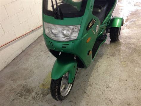 200 Automoto 3 Wheel Enclosed Gas 150cc Scooter Trike