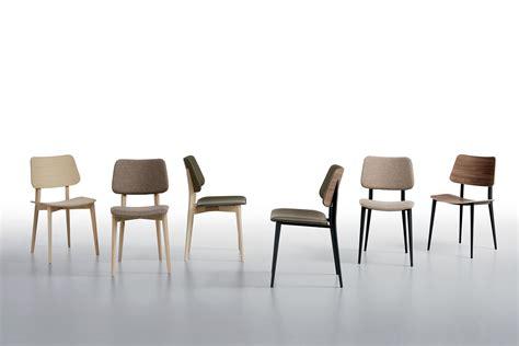 chaise en metal joe chaise midj en métal et bois en différentes