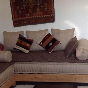 Banquette Marocaine Moderne : banquette marocaine table de lit ~ Dode.kayakingforconservation.com Idées de Décoration