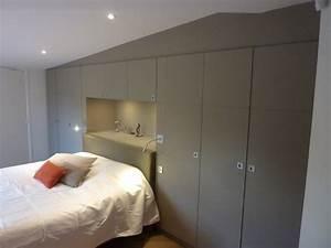 Dressing chambre avec tête de lit encastrée sous plafond mansardé Contemporary Wardrobe