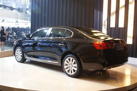 Roewe Unwraps New 950 Flagship Sedan Based on the Buick ...