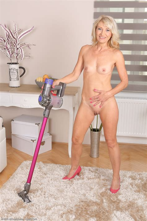 46 Year Old Laura Fabroni Exclusive Milf Pictures From