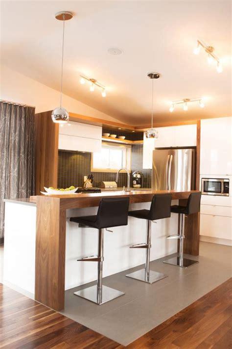 la cuisine du comptoir la cuisine blanche et bois en 102 photos inspirantes archzine fr