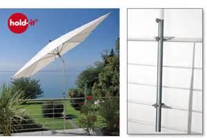 balkon sonnenschirmhalterung avali hold it der sonnenschirmhalter aus edelstahl für sonnenschirme an geländern auf