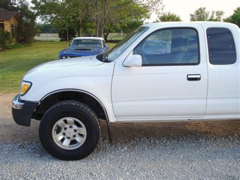 sell   toyota tacoma sr wd   ext cab  reserve  springtown texas united states
