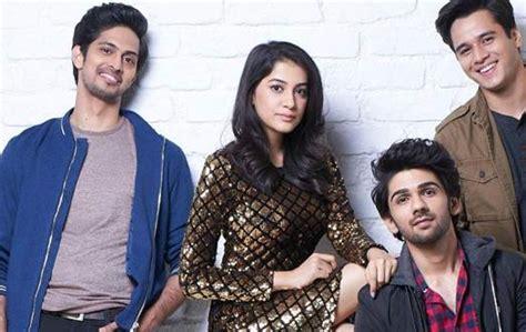 sinopsis film hum chaar  sinopsis film india terbaru