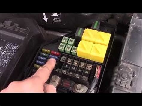 Land Rover Fuse Box Location by Land Rover Freelander Bonnet Engine Bay Fuse