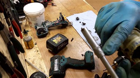 remove cordless drill chuck makita dhp  li