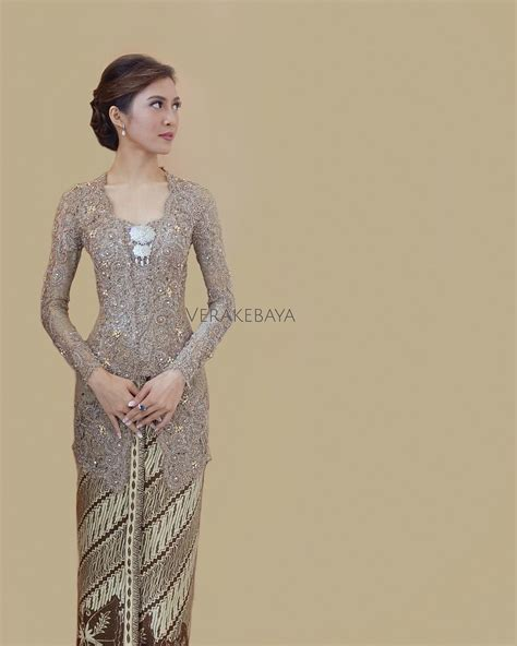 kebaya batik modern lowo 8 252 likes 92 comments vera anggraini verakebaya on