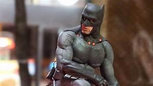 Batman Suicid Squad : ben affleck 39 s batman fighting jared leto 39 s joker 1st look in 39 suicide squad 39 shots abc news ~ Medecine-chirurgie-esthetiques.com Avis de Voitures