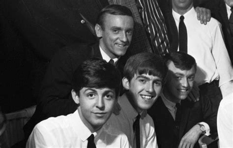 paul mccartney pays tribute  gerry   pacemakers