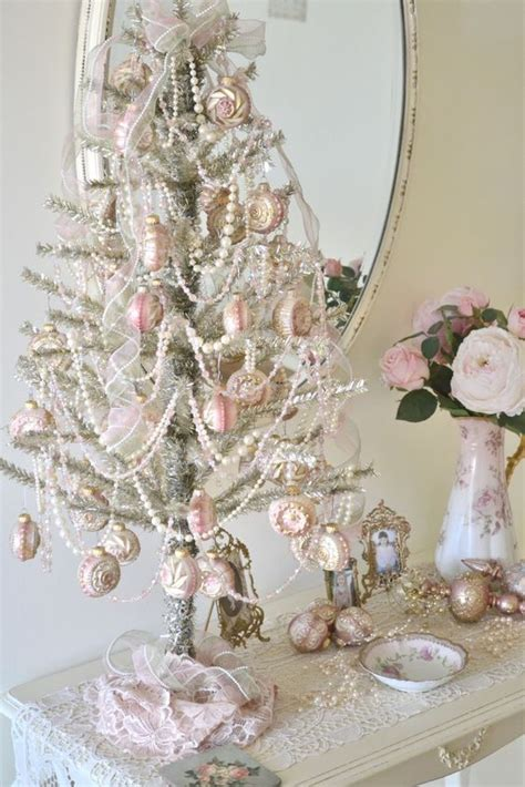 shabby chic christmas decorations 44 delicate shabby chic christmas d 233 cor ideas digsdigs