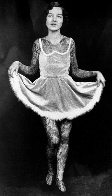 Old-School Photos of Women Rocking Tattoos (16 pics
