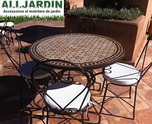 Table De Jardin En Fer : table ronde et chaises de jardin en fer forg gazon synth tique allgazon ~ Teatrodelosmanantiales.com Idées de Décoration