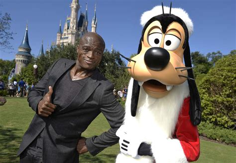 What Its Like To Work As A Disney World Mascot Goofy