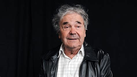 """A supremely gifted lyricist renowned for his mordant wit and playful eroticism, his songs employed everyday slang to startlingly poetic effect. """"Humour Liberté"""", l'hommage de Pierre Perret à ses amis de Charlie Hebdo"""